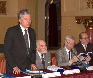 La deschiderea lucrarilor Congresului, alaturi de Acad. Dan Berindei, Acad. Eugen Simion si prof. univ. dr. Lucian Chisu.