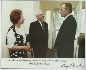 Ambasadorul MIrcea Malita, cu Presedintele SUA, George Bush.