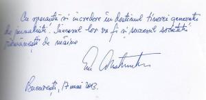 Un autograf al Domnului Presedinte Emil Constantinescu, in Cartea de Onoare a Departamentului de Jurnalism.