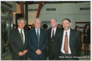 Cu Mario Vargas Llosa, Prof. univ. dr. Calin Rus, Prorector al UBB, si prof. univ. dr. Corin Braga, decanul Facultatii de Litere.