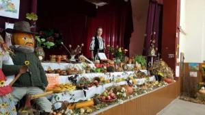 Aspect din Sala Casei de Cultura Sarmasu, pregatita pentru Festivalul Toamnei.
