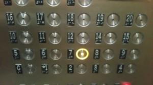Pe acest panou se vede cum se trece de la cifra 12 la 14!