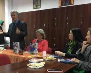 Ilie Rad, Doina Rad, Camelia Pop Sancraian (directorul scolii) si Adriana Iacob