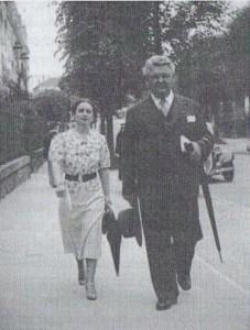 Mărioara Davidoglu alaturi de MIhail Sadoveanu (anii '30)